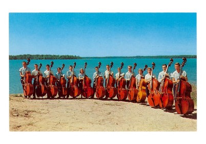 14 Double Bass Players at the Beach, Retro