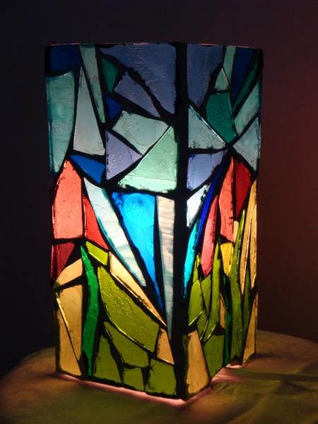 artisanat d 39 art lampe verre vitrail bleu rose vert lampe vitrail rose bleu vert vendu. Black Bedroom Furniture Sets. Home Design Ideas