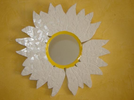Artisanat d 39 art mosaque fleur carrelage miroir miroir for Miroir des modes 427