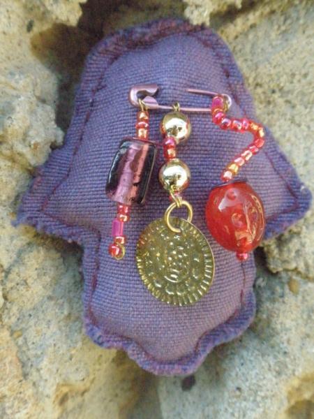 bijoux main de fatima perles en verre broche en tissu pingle nourrice petite broche main de. Black Bedroom Furniture Sets. Home Design Ideas