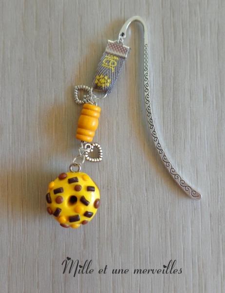 bijoux marque page bijoux de livre ide cadeau fait main marque page fimo donuts jaune chocolat. Black Bedroom Furniture Sets. Home Design Ideas