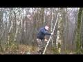 Construction d'un hamac en hauteur à partir de rondins de bois