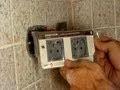 Poser une double prise électrique dans le carrelage à la place d'une simple prise