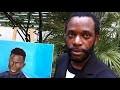 David Mvuluba explique le sens  du tableau symbolique offert à Mamadou