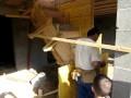Réalisation des coffrages pour la construction d'un escalier béton