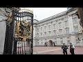 Pourquoi une telle effervescence devant Buckingham palace ?