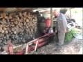 Un papy bricoleur a de la suite dans les idées pour couper du bois