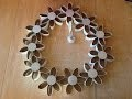 DIY deco de noël comment fabriquer une couronne de noël avec des rouleaux de papier toilette