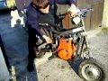 Jeune mécanicien impressionant