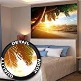 Papier peint qui montre une plage de sable avec le coucher du soleil - image murale du paradis avec des ...