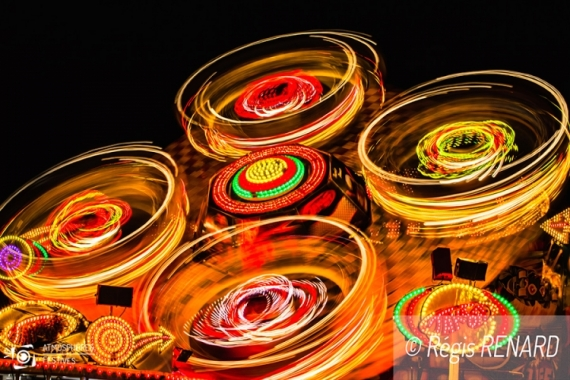 PHOTO light painting lumières couleurs fête foraine  - Le grand échiquier