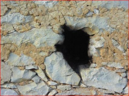 faire un trou dans un mur comment reboucher un trou dans un mur de gypse comment r parer un. Black Bedroom Furniture Sets. Home Design Ideas