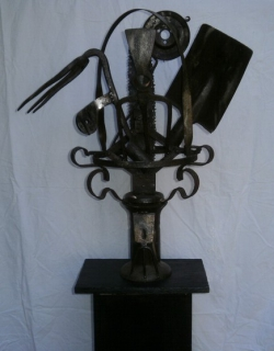 Sculpture fleurs outils jardin contemporain composition - Sculpture metal jardin ...