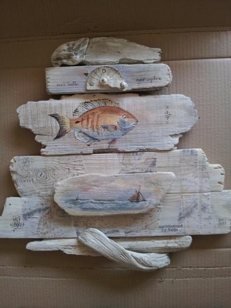 Tableau peinture bois flott poisson carte marine for Peinture cerusee sur bois