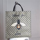 "GUCCI : sac cabas bandoulière en toile enduite abeille ""Blind for love"". Bag. TB"