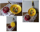 DECORATIONS DE CUISINE - POELE JAUNE - PLAT BORDEAUX - Kitchen decoration