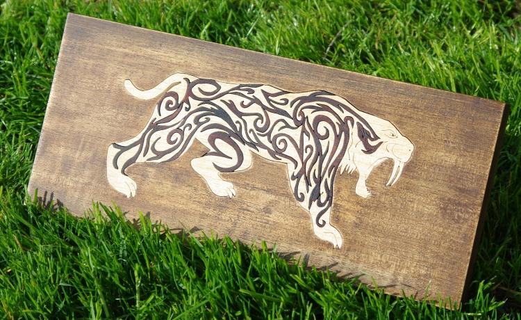 BOIS, MARQUETERIE lille puzzle original collectionneur - puzzle chantourner d'un tigre à dents de sabre ou ( smilodo