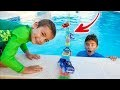 NOS VOITURES TRAVERSENT LA PISCINE ! - Giant Magic Tracks Swimming Pool Bridge