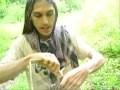 Comment fabriquer un panier uniquement avec des matériaux trouvés dans la foret