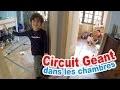 VLOG - On installe un CIRCUIT GEANT pour VOITURES dans les chambres !