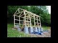 Construction d'une cabane en bois