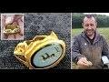 Un de�tecteur de me�taux amateur de�terre un anneau romain à Somerset