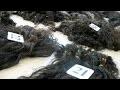 Les cheveux qui finissent sur les têtes des femmes africaines et occidentales - Reportage