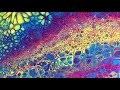 Peinture acrylique fluide : comment créer des effets cellulaires