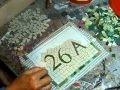 comment réaliser un numéro de maison en mosaïque sur filet avec de la pâte de verre par la mosaïste