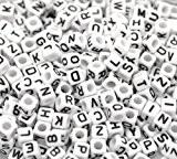 Goodlucky365 500 Perles Lettre Alphabet A-Z Cubes Blanc Plastique en Acrylique, Taille 6x6mm, Enfilage Facile, Fabrication de Bracelets Colliers Bijoux ...