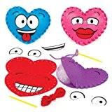 Kits de couture petit coussin en feutre motif cœur à visage rigolo que les enfants pourront fabriquer pour la Saint ...
