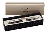 Parker (S0908710) Stylo-Bille IM Premium, Pointe Moyenne Gris Acier Intense Ciselé avec Attributs Chromés